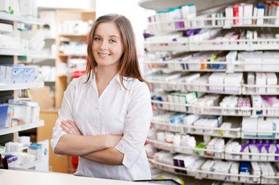 titulaire d'officine et assistant pharmacien